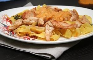 Курица под сливочным соусом