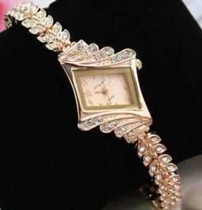Золотые наручные часы для женщины