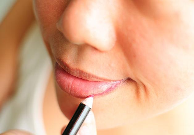 Как правильно красить губы, пошаговая техника