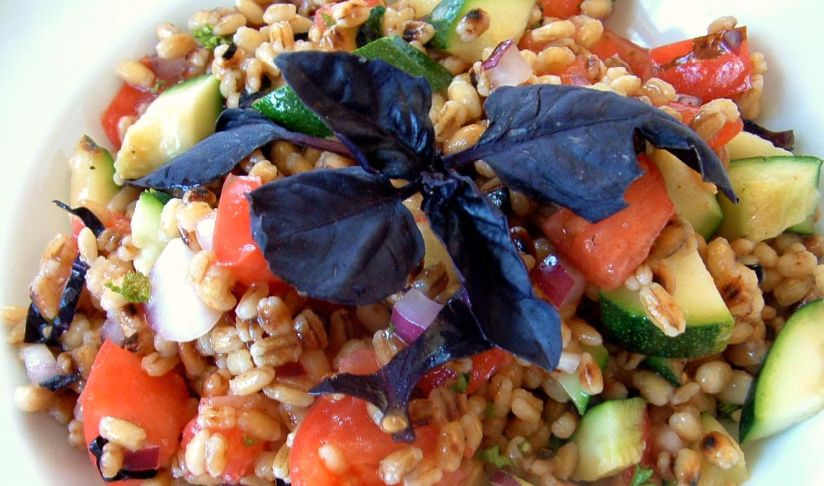 Несколько советов от бабушки для правильного приготовления салатов